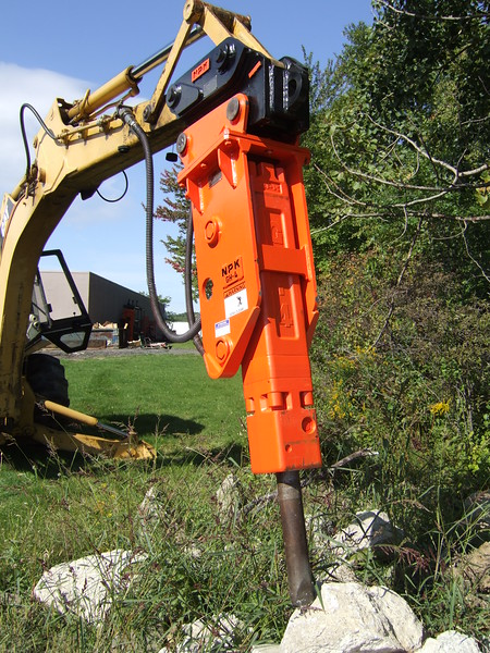 NPK GH4 hydraulic hammer with quick attachon Cat backhoe at NPKCE (30).JPG