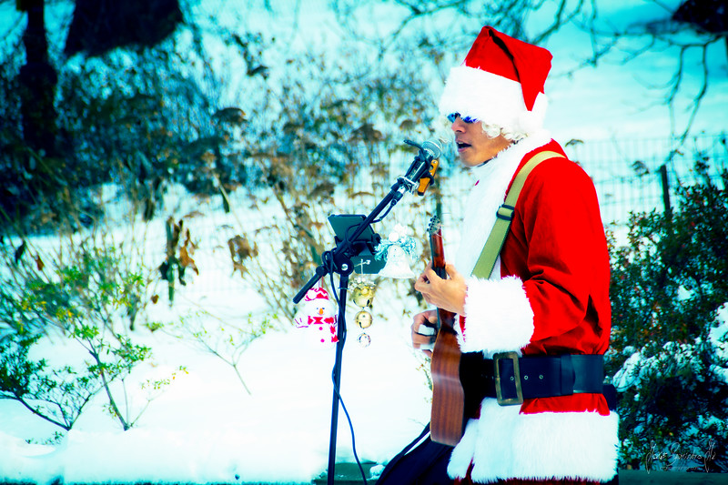 christmas-nyc-central-park-santa-guitar-playing-jorge-sarmiento-jr-.jpg