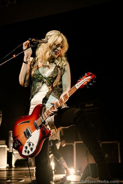 Courtney Love @ Newcastle Panthers - August 22, 2014