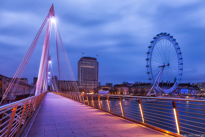 Early morning on the Hungerford bridge