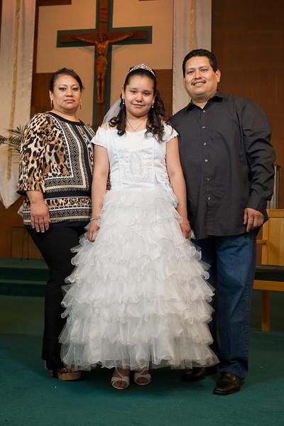 Communion Hispanic-8988-18 4x6.JPG