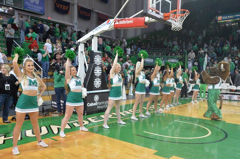 cheerleaders2660.jpg