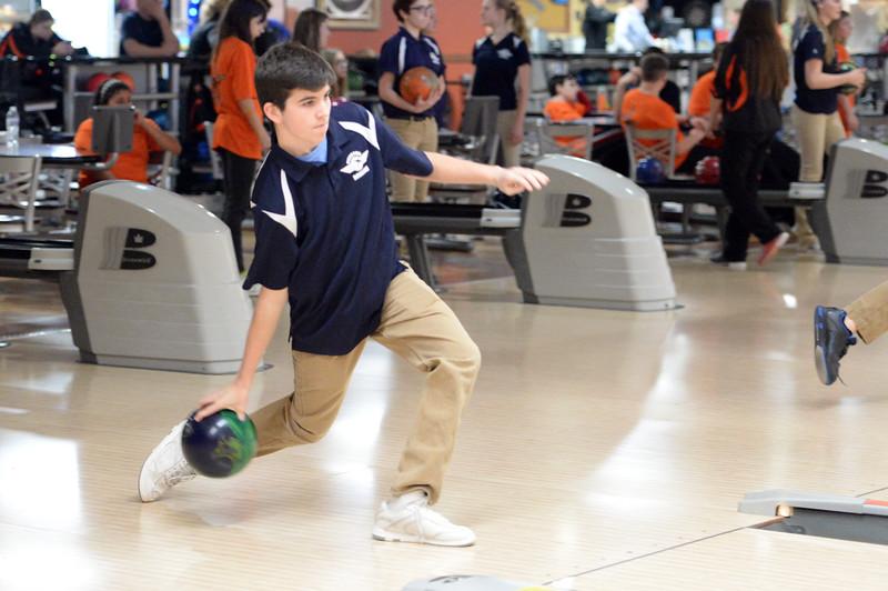 boys_bowling_9816.jpg
