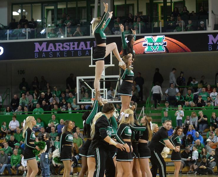 cheerleaders3819.jpg