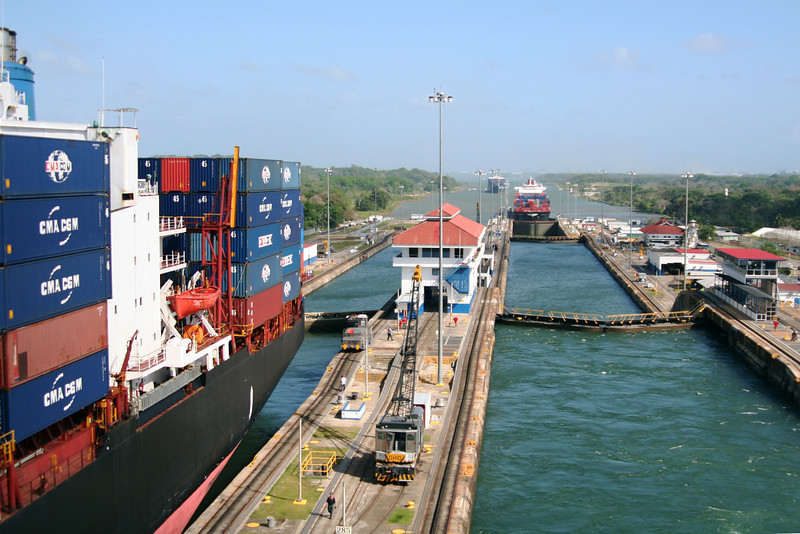 Gatun Locks 1.jpg