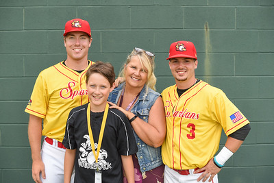 Syracuse Spartans 2017: Host Family Portraits