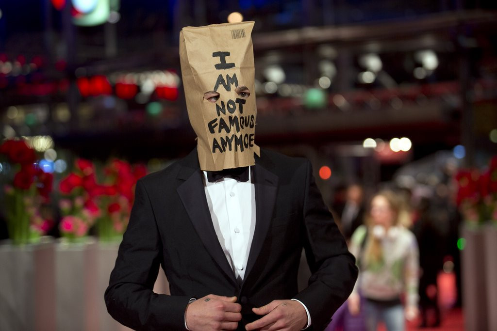 """. <p>5. (tie) SHIA LaBEOUF <p>Wears bag on his head to promote film in which he mostly wears nothing. Mind blowing! (unranked) <p><b><a href=\'http://www.hollywoodreporter.com/news/shia-labeouf-at-nymphomaniac-premiere-678711?utm_source=feedburner&utm_medium=feed&utm_campaign=Feed%3A+thr%2Fnews+(The+Hollywood+Reporter+-+Top+Stories)\' target=\""""_blank\""""> HUH?</a></b> <p>    (AP Photo/Axel Schmidt)"""