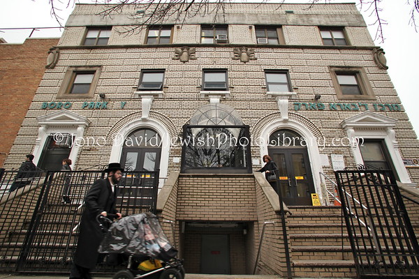 USA, New York, New York City, Brooklyn, Borough Park. Boro Park Y (3.2010)