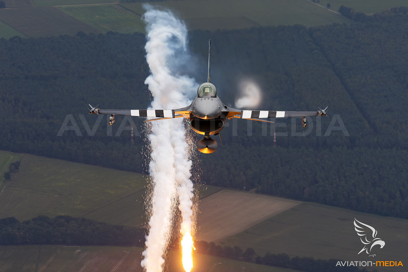 """Belgium - Air Force   General Dynamics F-16AM Fighting Falcon   FA-57   """"D-Day"""" special scheme"""