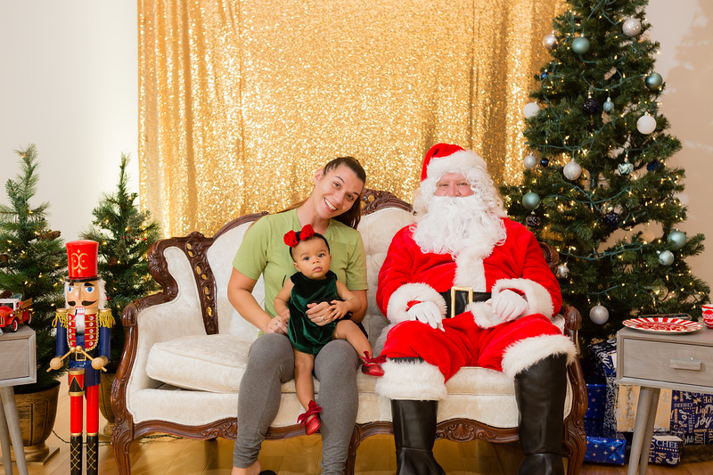 FADS Picture with Santa-178.jpg