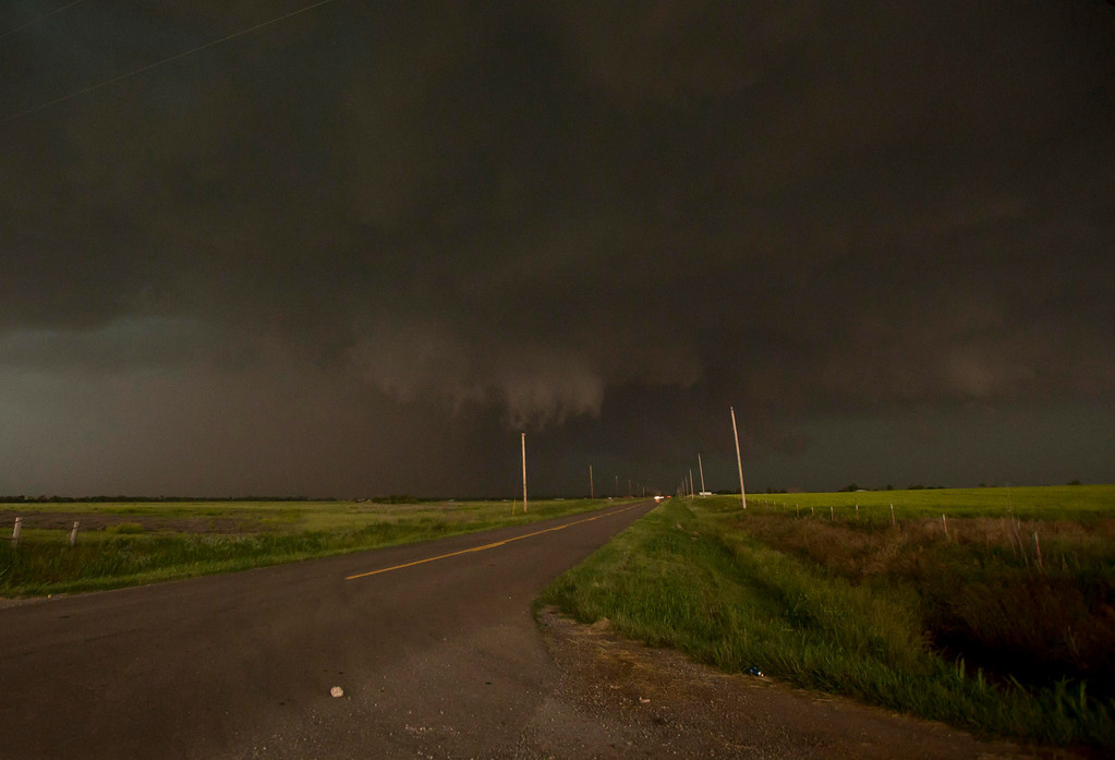 . A mile-wide tornado is seen near El Reno, Oklahoma May 31, 2013. Five people were killed in central Oklahoma on Friday as tornadoes raced across the area, a spokeswoman for the state Office of the Chief Medical Examiner said.  REUTERS/Richard Rowe