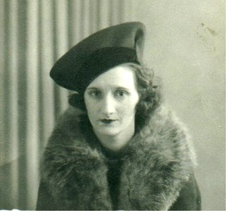 1934 - Mam in Funny Hat