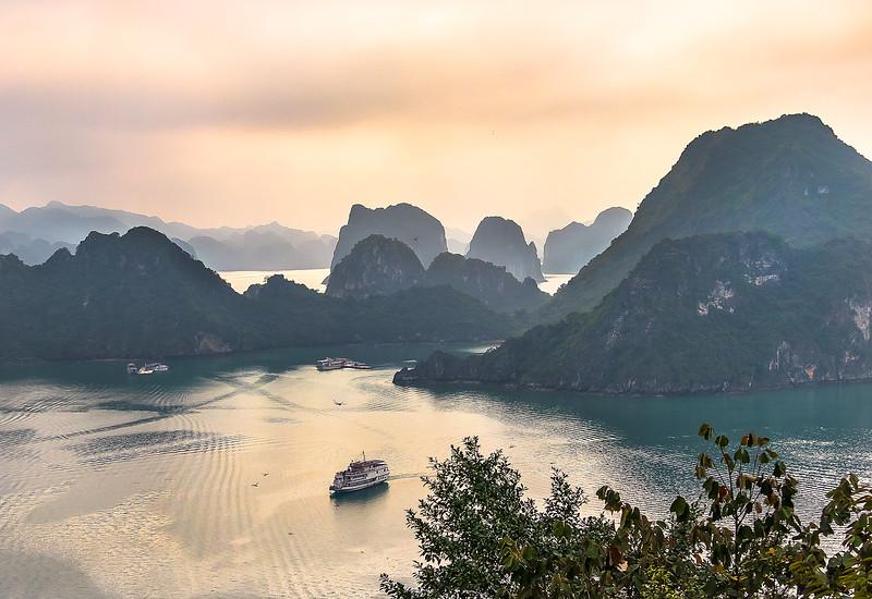 HaLong Bay Vietnam Cruise_P1090362.jpg
