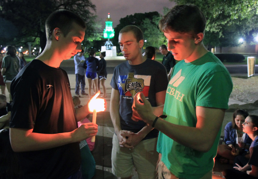 . Baylor University student\'s hold a candle light vigil outside Waco Hall for the victim\'s of the West fertilizer plant explosion, Wednesday, April 17, 2013. (AP Photo/Waco Tribune Herald, Jerry Larson)