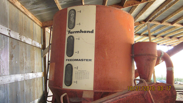 +++SOLD++++Farmhand grinder/mixer $1300.00