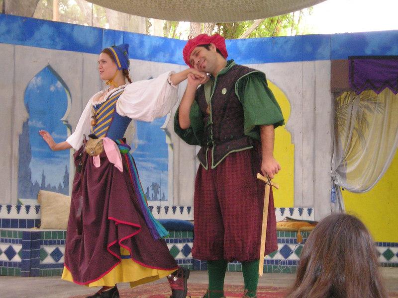 Renaissance Pleasure Faire, Hollister 2006: Marlowe's Shadow does 5 Shakespeare plays in 20 minutes: Romeo woos Juliet