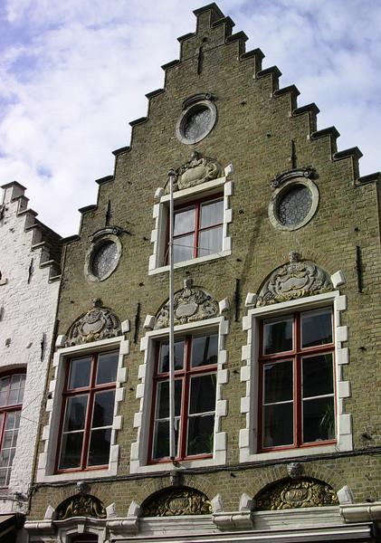 Husfasade i Hoogste van Brugge (Foto: Ståle)