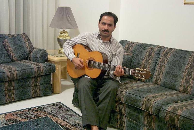 Qamroo-guitarist.jpg