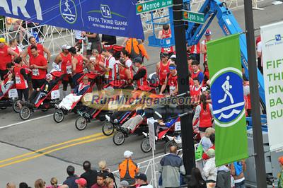 25K Start - 2012 Fifth Third River Bank Run