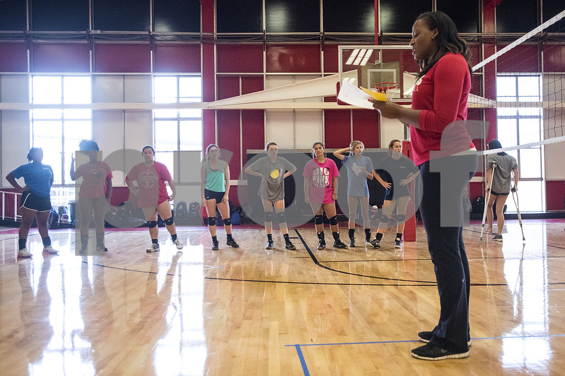 080117_Robert_E_Lee_Volleyball_Tryouts_Web_007