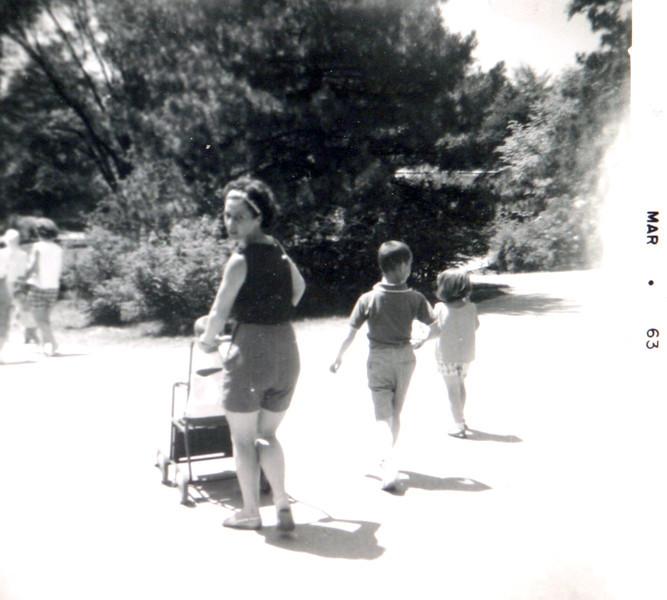 Aunt Donna. Rollie & Colleen.JPG