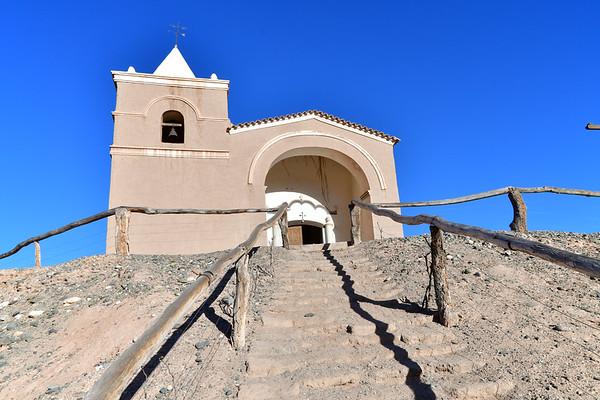 historische kerk en watermolen