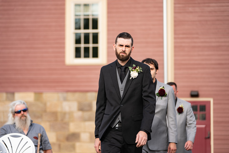 rustic_ohio__fall_barn_wedding-195.jpg