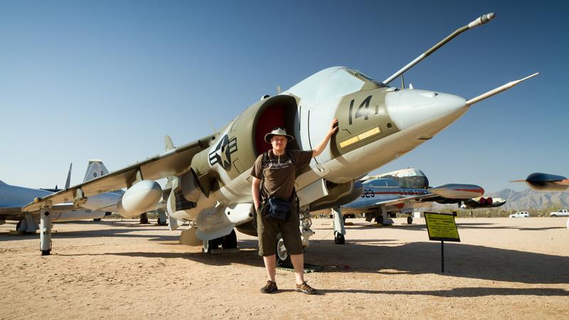 Videt z blízka Harrier byla pro Pepu srdeční záležitost. (http://en.wikipedia.org/wiki/Harrier_Jump_Jet)