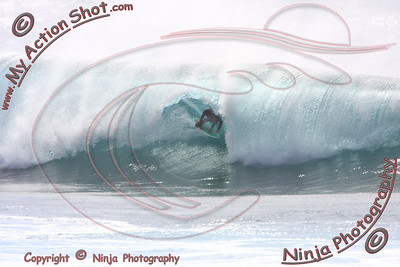 <font color=#F75D59>2009_09_25 - Surfing Pipeline, NORTH SHORE</font>