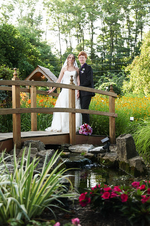 Michelle + David: Married in Beautiful Avon Gardens