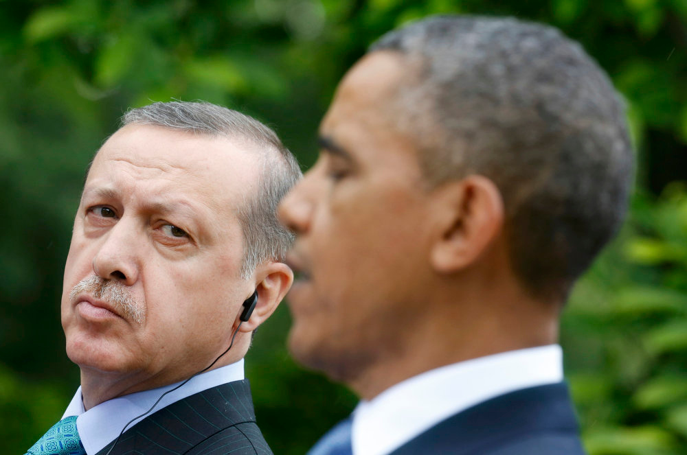 . Turkish Prime Minister Recep Tayyip Erdogan (L) listens to U.S. President Barack Obama during a joint news conference in the White House Rose Garden in Washington, May 16, 2013.  REUTERS/Kevin Lamarque