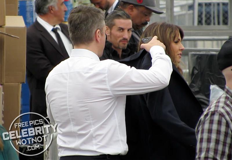EXCLUSIVE: Matt Damon Perfect Gentleman Takes Off Jacket To Keep Wife Warm!