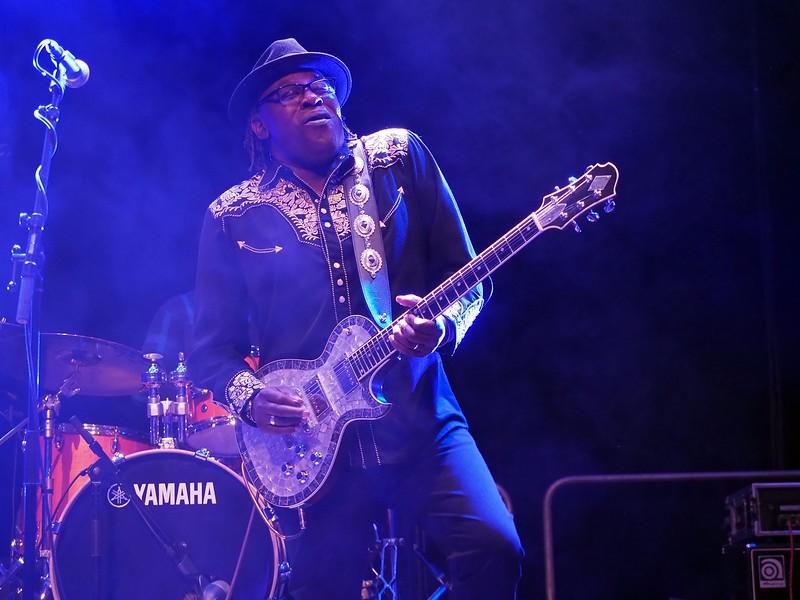 Joe Louis Walker Bluesfestival Hoogeveen 17-11-18 (27).jpg