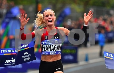shalane-flanagan-becomes-first-american-woman-to-win-new-york-marathon-in-40-years