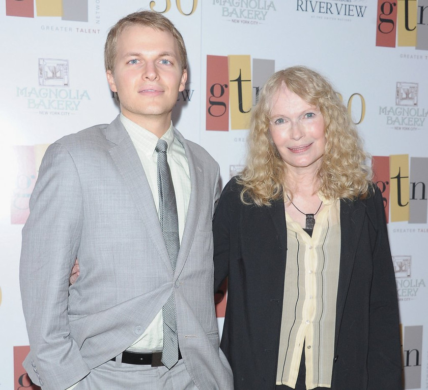 """. <p>8. RONAN FARROW <p>You can ask him any question, except �Who�s your daddy?� (10) <p><b><a href=\'http://pagesix.com/2014/02/26/reporters-told-no-allen-questions-at-farrow-journalism-benefit/\' target=\""""_blank\""""> HUH?</a></b> <p>    (Michael Loccisano/Getty Images)"""