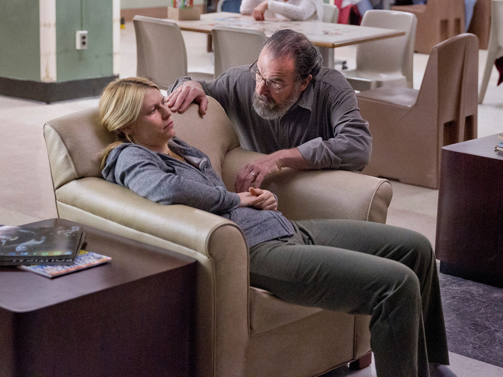 . Claire Danes as Carrie Mathison and Mandy Patinkin as Saul Berenson in Homeland (Season 3, Episode 2). - Photo:  Kent Smith/SHOWTIME