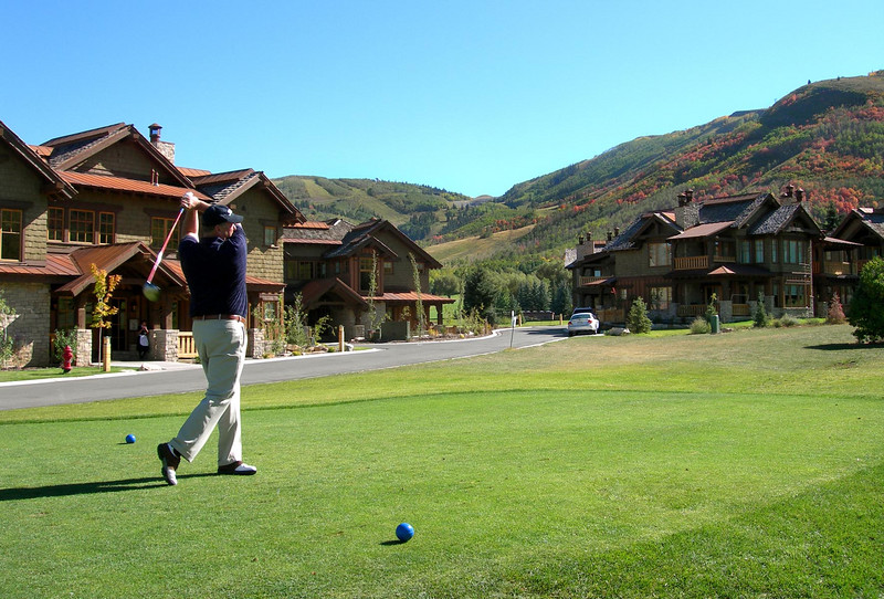 9/23/07 – I had a chance to play a little golf in a tournament sponsored by Center/7, a company that provides hosting services. They are one of our business partners. We played at the Park City Golf Club. It was a perfect day for fall golf. This is Nate Hatch, the CEO from Center/7. I was on his team and we won the tournament.