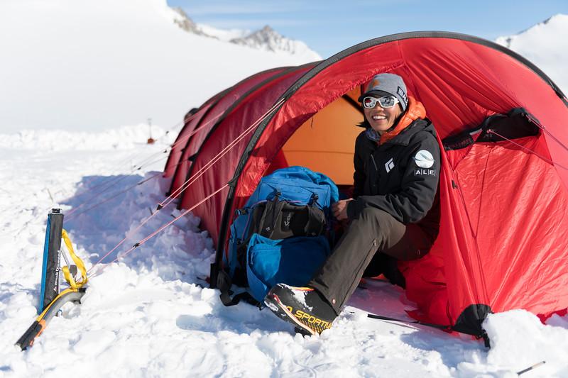Climb Antarctica Women -1-11-18099849.jpg