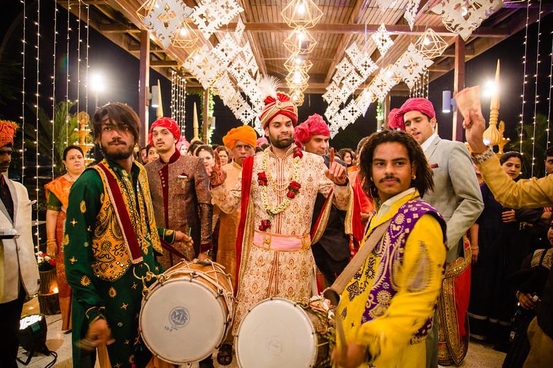 Candid Wedding Photographer Ahmedabad-1-165.jpg