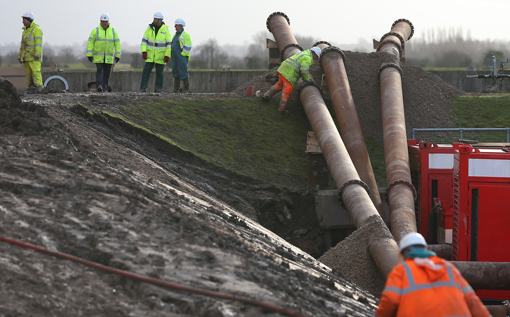 . Engineers install high capacity Dutch supplied pumps besides the river near Bridgwater on February 13, 2014 in Somerset, England. (Photo by Matt Cardy/Getty Images)