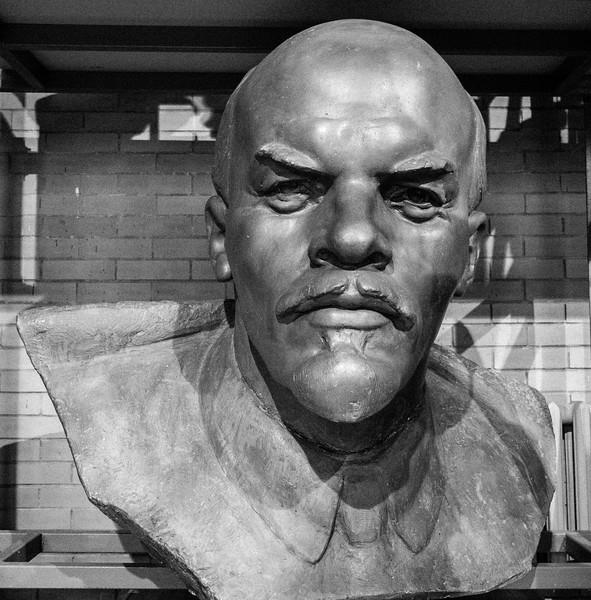Vladimir Lenin by  Zair Azgur