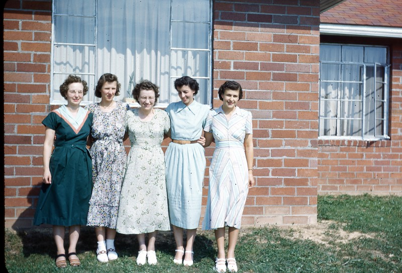 1957 OSC gals at Wallaces 383.jpg