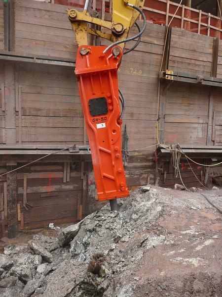 NPK GH50 hydraulic hammer on Testa excavator (20).JPG