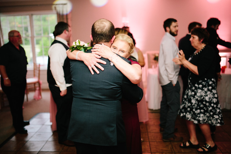 amie_and_adam_edgewood_golf_club_pa_wedding_image-1065.jpg