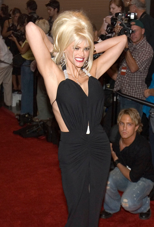 . Anna Nicole Smith arrives at the 2004 World Music Awards Wednesday, Sept. 15, 2004, at the Thomas and Mack Arena in Las Vegas. (AP Photo/Keith Shimada)