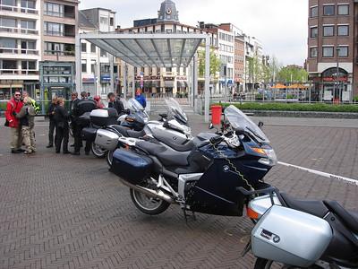 26-04-09 Motorrijders On Tour (kom op tegen kanker m.m.v. BMW Motorrad)