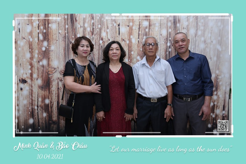 QC-wedding-instant-print-photobooth-Chup-hinh-lay-lien-in-anh-lay-ngay-Tiec-cuoi-WefieBox-Photobooth-Vietnam-cho-thue-photo-booth-015.jpg