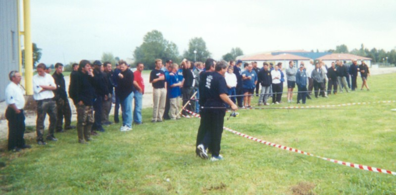 WCC00-misc-Casting 4 - Daiwa with audience