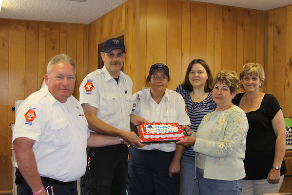 Sue Jean Wilson gives cake to EMS