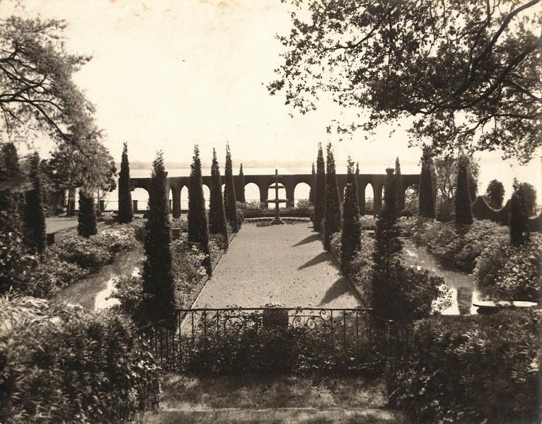 Italian Garden 1937.jpg